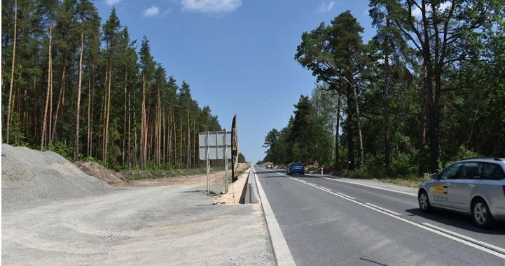 Silnice z Plzně na Třemošnou bude čtyřproudá, chodce přes ni převede nová lávka