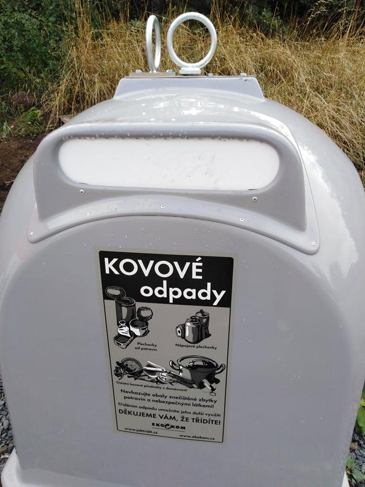 Čistá Plzeň rozmístila na území Plzně osm šedých kontejnerů na kovy