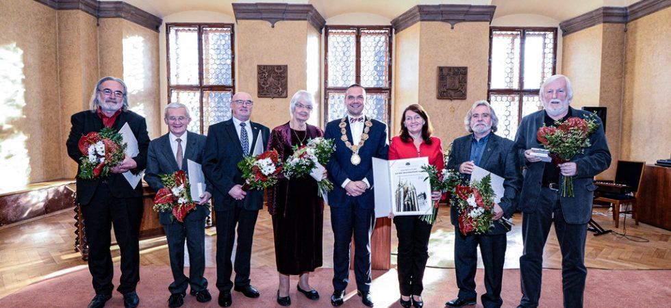 Ocenění města Plzně převzalo při příležitosti 28. října sedm plzeňských osobností