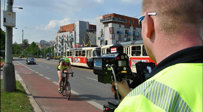 Opět měření! Máme seznam ulic, kde teď v Plzni zaplatíte za rychlou jízdu