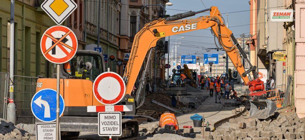 Do Solní ulice se zítra vrací tramvaje. Chodníky ale budou hotové až v říjnu