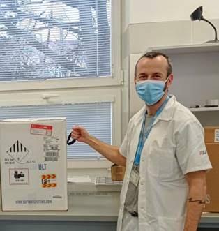 Vakcína proti covidu dorazila do Plzně! Očkovat se začne na Silvestra