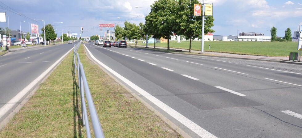 Folmavská ulice dostane nový povrch. Od pondělí až do konce srpna se pojede odklonem